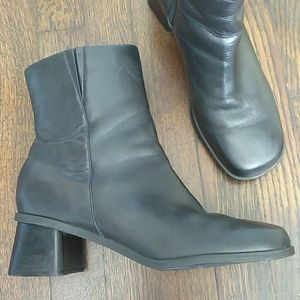 Naturalizer black block heel zip up ankle boots